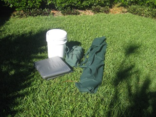 Gear for setting up a tarpaulin