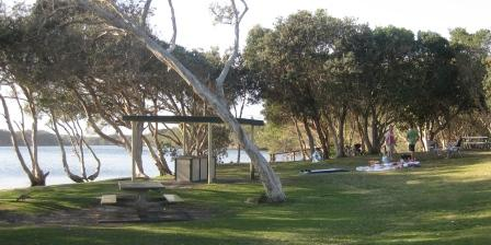 Picnic area beside Lake Ainsworth